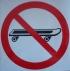 Запрещается кататься на скейте. Знак